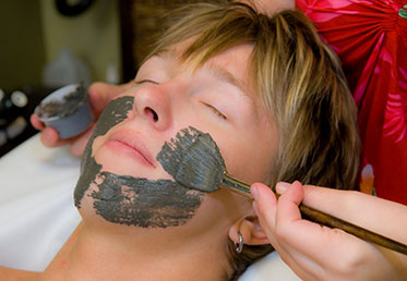 Man receiving chocolate facial in Scottsdale day spa